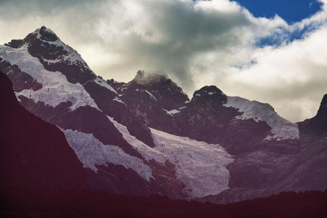 美丽的山脉风景在科迪勒拉华亚什 秘鲁 南美洲